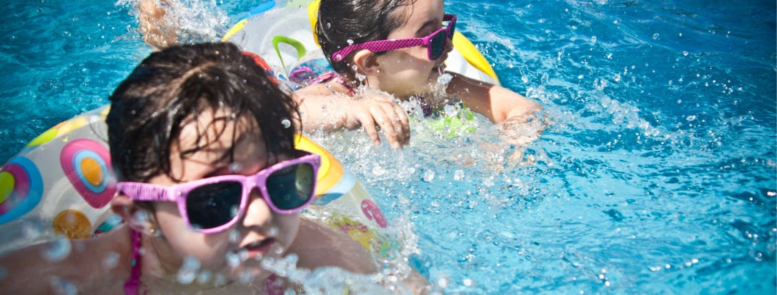 HomePage Sider-sunglasses-girl-swimming-pool-swimming-61129 (1)